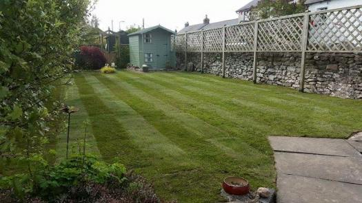 http://i1.wp.com/www.rbrady.co.uk/wp-content/uploads/2018/02/Top-soil-Turf-supplies-instilation.jpg?w=525