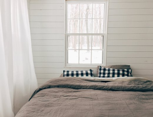 simple_matters_reading_my_tea_leaves_schoolhouse_11_bedroom