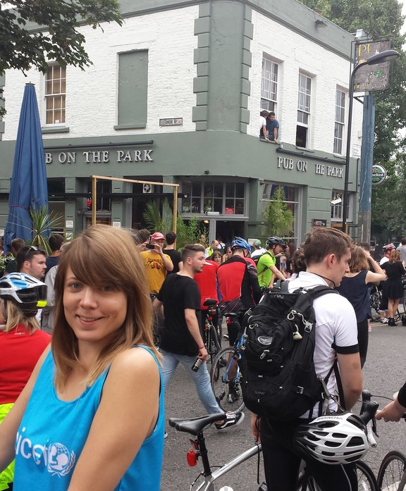 Rosie joins the riders at the Pub on the Park