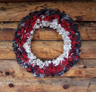 Diy wool wreath from scraps tied on wire base