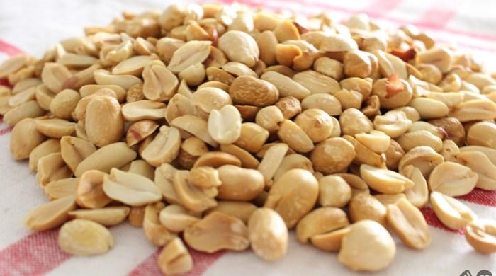 Como torrar amendoim no microondas