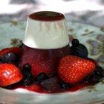 panna cotta sur gelée de fruits rouge - Recettes de cuisine du monde par Fanny©