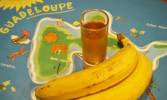 rhum arrangé à la banane - recettes antillaises - recette des îles © par Fanny GRW - Recettes d'ici et d'ailleurs