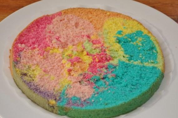 Génoise arc-en-ciel ou rainbow cake - cuisine maison © par Fanny GRW - Recettes d'ici et d'ailleurs