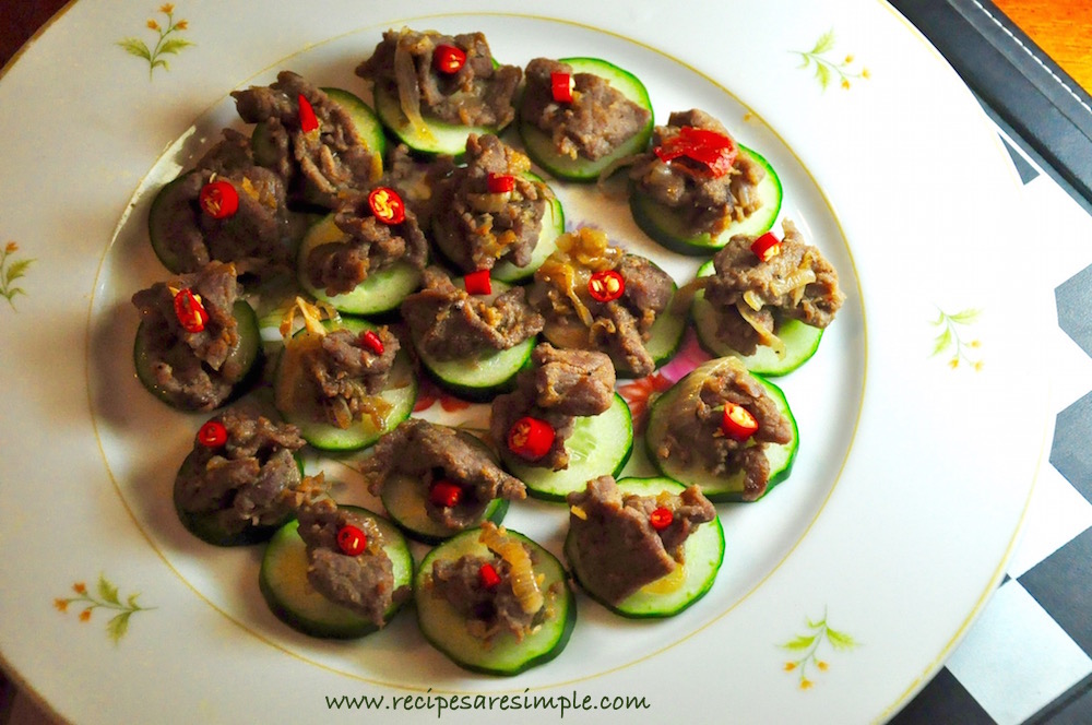 Thai beef and cucumber canap s spiced hors d 39 oeuvres for Beef canape ideas
