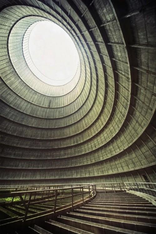 chłodni kominowej elektrowni w Belgii