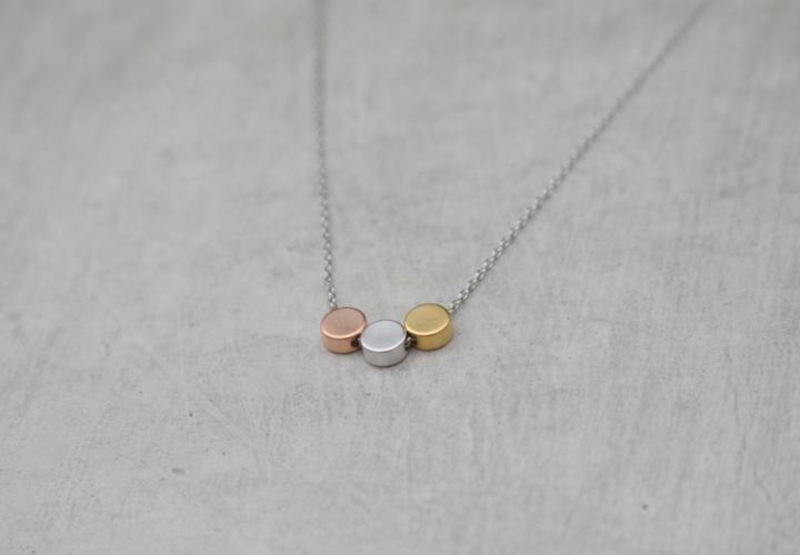 three dots mixe metal necklace