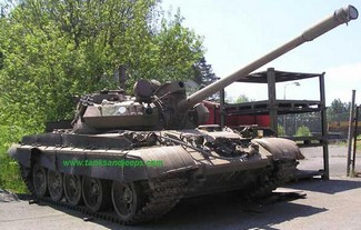 tanksforsale small Tanks For Sale   pick up a handy little Hummer crusher for a song...or two...