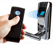 remotedoorlock2 Fingerprint Door Lock with Remote   open the front door from your lazy place