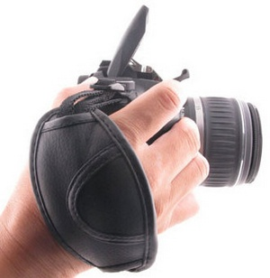 leathercamerahandgrip2 Leather Camera Hand Grip   keep your DSLR safe at all times