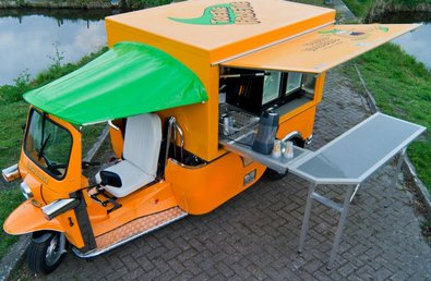 tuktukvendo Electric Tuk Tuk comes to Europe   doors? we dont need no stinkin doors...