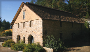 La Jota winery building