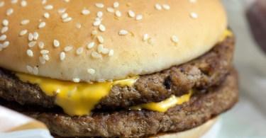 cheeseburger-1576464_1280