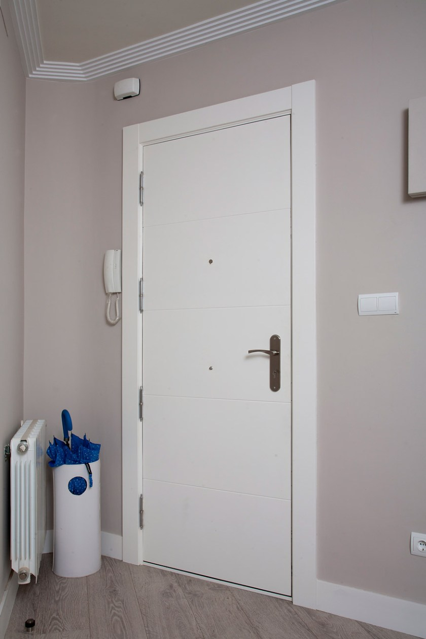 Puerta de entrada lacada en blanco - Salamanca