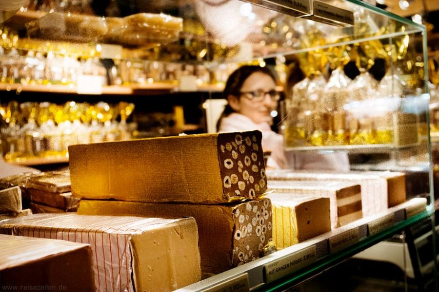 Marzipan und Nougat auf dem Aachener Weihnachtsmarkt