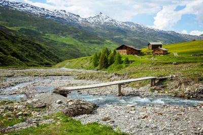 Safiental_Blick vom Wasserfall ins Land Graubünden Schweiz