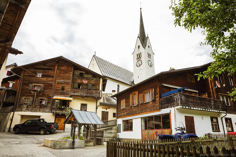 Safiental_Valendas_Dorfmitte Graubünden Schweiz
