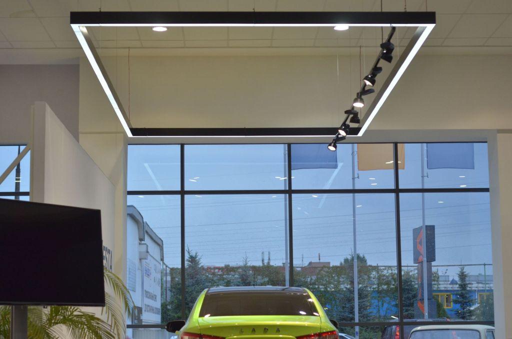 Световое каре Vesta и прожекторы на шинопроводе Elpro Sono в соответствии с новым дизайном бренда ЛАДА