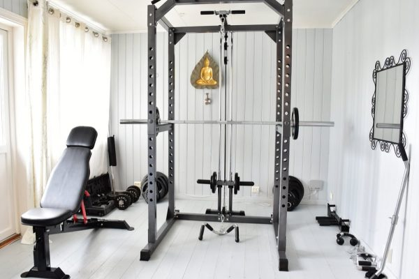 AT-HOME-GYM-EQUIPMENT-ASSEMBLY-600x400