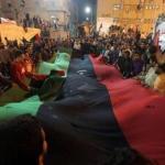 Los rebeldes libios, por medio del generl Abdelfatah Yunes, han agradecido la medida de la ONU , pero han pedido que la exclusión aérea sea aplicada solo sobre las regiones bajo control de las fuerzas de Gadafi.