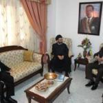 Foto de la reunion sostenida en mayo de 2010 entre el embajador venezolano en Siria, Imad Saab Saab (Der.) y su contraparte iraní, Ahmad Musawi (Centro) en la que se propuso realizar la cumbre entre Chávez y líderes del Hamas y el Hezbolá.