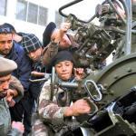Las fuerzas rebeldes en Libia lograron frenar un intento de soldados leales al régimen de Muamar Gadafi de retomar la ciudad petrolera de Brega en el este del país.