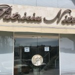La zapatería Patricia Nitti permaneció ayer cerrada por duelo.
