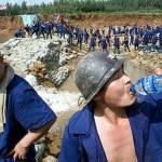 Se han importado 300 técnicos especializados chinos, que ya están en el país, porque la obra debe construirse en 10 meses para ser exhibida como la obra del gobierno junto con otros proyectos, unos nuevos, otros a medio construir.