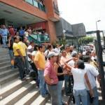 Oficialistas robaron a empleadas y destruyeron oficina de Primero Justicia en Maracay.