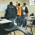 Funcionarios del Cicpc acudieron a la UCV para iniciar las investigaciones.