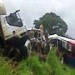 El accidente se registró cerca de Calabozo y, al parecer, se produjo cuando el conductor del autobús trató de esquivar un camión en una curva.
