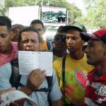 Cansados de los atropellos y vejaciones de los bielorrusos, responsables del proyecto urbanístico que se ejecuta en los terrenos de Guasimal, con recursos del Gobierno de Caracas, los albañiles, cabilleros y transportistas escenificaron una protesta pacífica en las afueras de la obra.