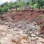 Las vías están intransitables y los terrenos agrícolas están inundados debido a la gran cantidad de agua que ha caído.