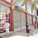 En las calles de Margarita se observaban comercios cerrados y algunos abiertos.