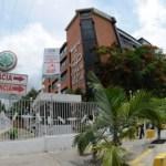 Entretanto el doctor Milton Hernández tiene prohibido salir de su residencia.