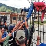 Un grupo de 365 familias invadió el urbanismo Lomas de La Hacienda, en San Diego, estado Carabobo, que fue expropiado por el Gobierno el año pasado y era custodiado por militares.