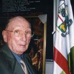 Fue honrado con seis títulos de Doctor Honoris Causa. Además, fue distinguido como el hombre más admirado de la década (1992) y recibió el Premio Vasco Universal 2000.
