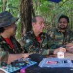 Hace un año, el gobierno de Uribe presentó fotos de las reuniones de alias Iván Márquez y otros guerrilleros en territorio venezolano.