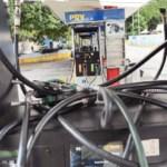 Oficialistas Niegan que exista escasez de combustible, pero en un recorrido por estaciones de servicio en Caracas se observaron irregularidades en el abastecimiento.