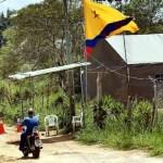 Habitantes de Corralito aseguran que los milicianos apostados en el sector, vigilan la entrada y salida de vehiculos.
