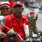 Chávez no puede recorrer los barrios populares, Comando Carabobo le prepara emisiones televisivas aparentando vigor y fortaleza.