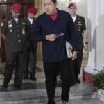 Chávez salió el lunes en VTV y caminó durante la transmisión en un intento por desmentir rumores sobre su salud.