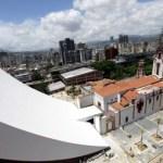 """El presidente Hugo Chávez tendrá que """"esperar"""" todavía unos meses más para """"ocupar"""" si puede el Mausoleo de Simón Bolívar."""