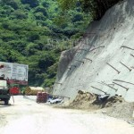 Los trabajos de estabilización de taludes en los primeros kilómetros reducen la circulación a un solo canal.