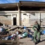 Fotografía de un miembro de la GNB patrullando dentro de la cárcel El Rodeo, en Guatire, estado Miranda.
