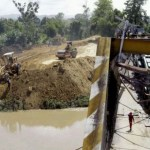 El MTT avanza en la construcción de un terraplén en la zona afectada por la caída del puente sobre el río Cúpira, estado Miranda.