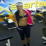 """Jimena Araya, conocida como """"Rosita"""", la modelo y actriz, también es una consumada deportista practica el fisicoculturismo."""
