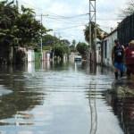 Crítica es la situación de los vecinos y los urbanismos La Punta y Mata Redonda, afectados por la crecida del lago de Valencia, al sur de Maracay.