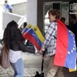 Victoria de Chávez alienta el éxodo de profesionales. Surgen temores por posibles confiscaciones.