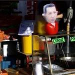 Un muñeco inflable del presidente Hugo Chávez en un puesto callejero de comida frente al hospital militar de Caracas.